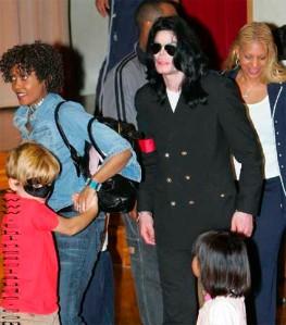 Grace Rwaramba mit Michael Jackson und Prince Michael auf Reise