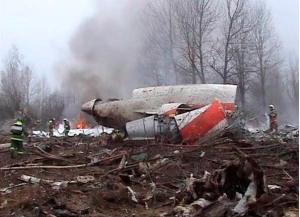 Fernsehaufnahmen eines Waldstückes mit Wrackteilen der Topolev
